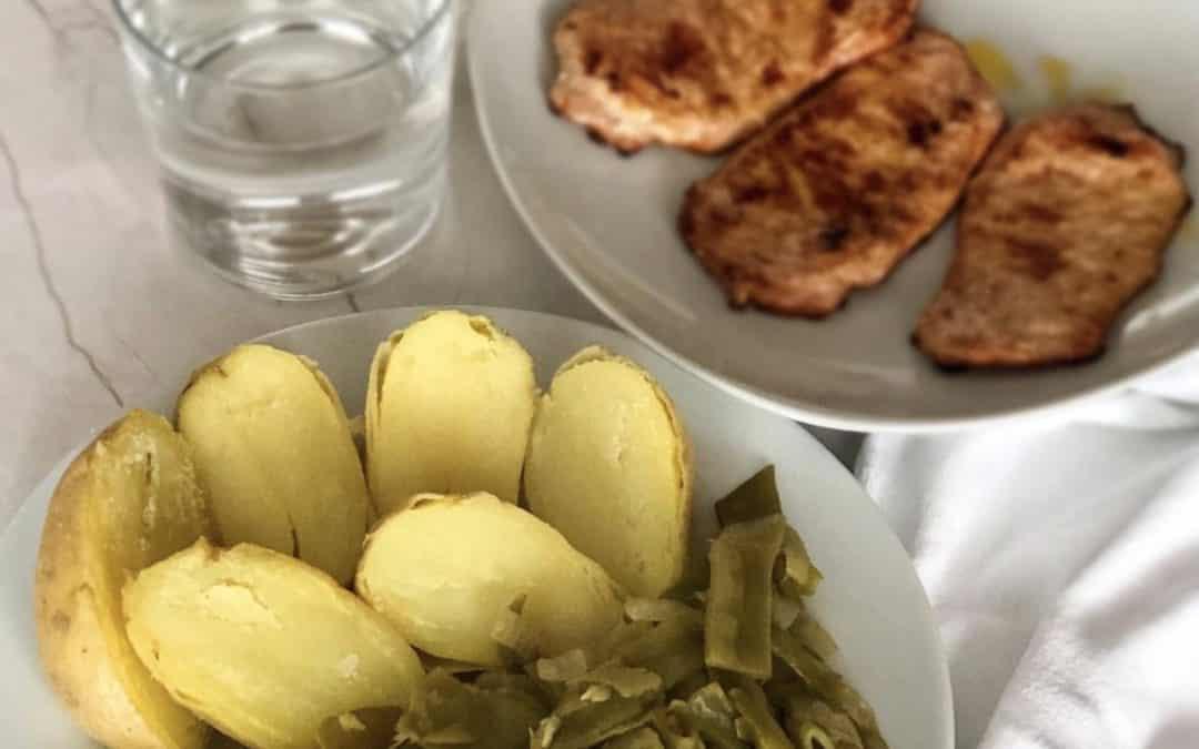 Cinta de lomo con judías verdes rehogadas y patata cocida.